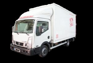 Camión de alquiler Nissab Cabstar carrozado con plataforma elevadora