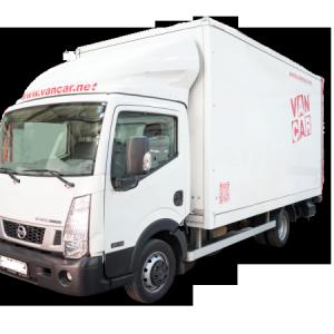 Camión de alquiler Nissab Cabstar carrozado con pla